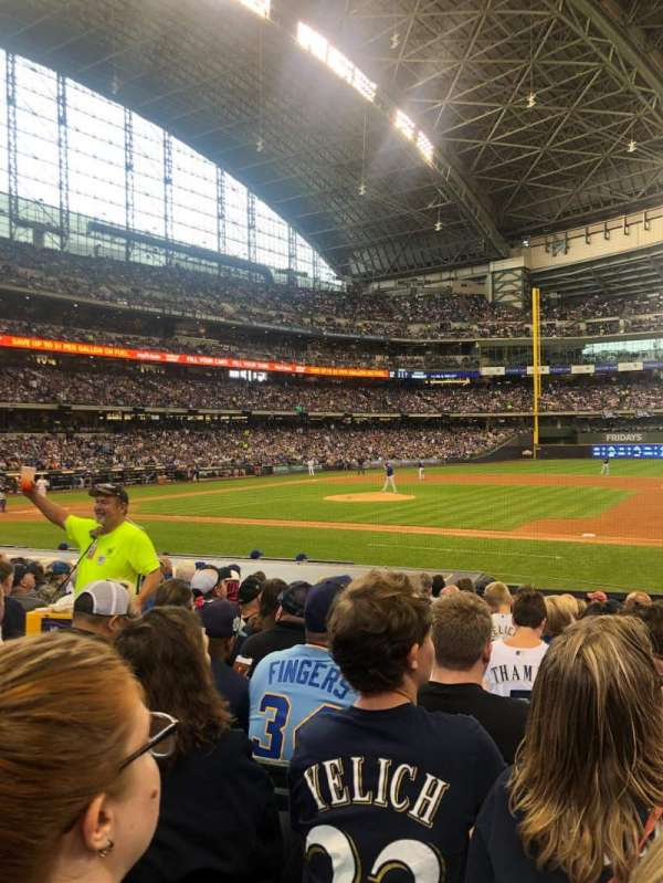 American Family Field, vak: 112, rij: 14, stoel: 6