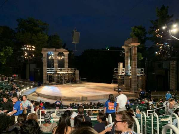 The Delacorte Theater in Central Park, vak: H, rij: S, stoel: 802