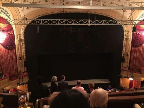 Bernard B. Jacobs Theatre, vak: Mezzanine C, rij: H, stoel: 114