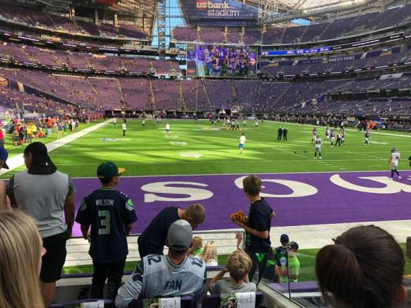 U.S. Bank Stadium, vak: 143, rij: 4