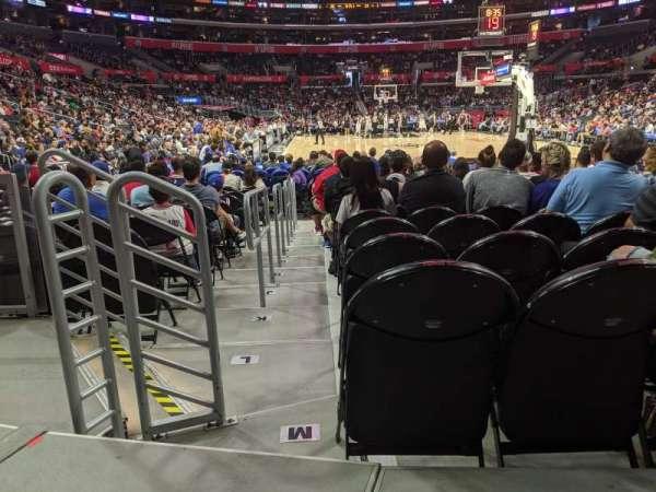 Staples Center, vak: 115, rij: 3, stoel: 10
