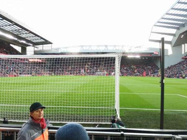 Anfield, vak: 124, rij: 3, stoel: 100