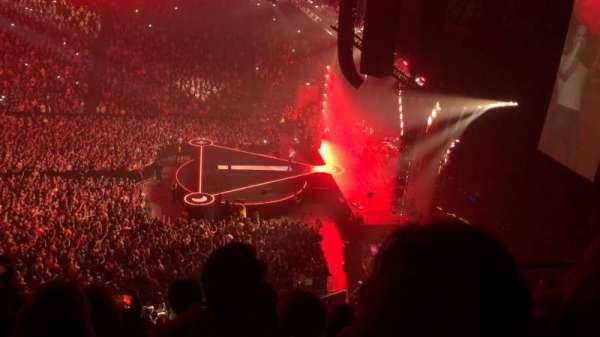 Manchester Arena, vak: 215, rij: E, stoel: 18