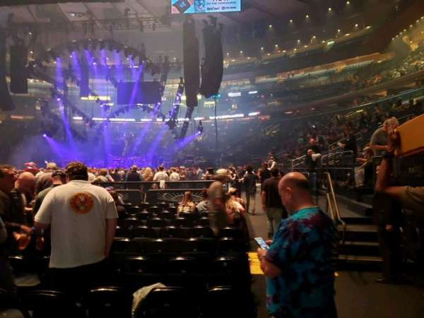 Madison Square Garden, vak: Floor F, rij: 12, stoel: 17