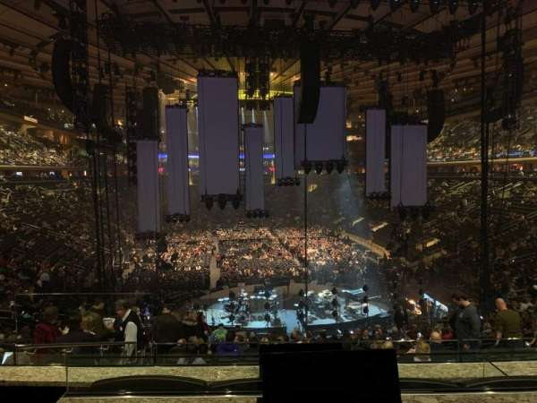 Madison Square Garden, vak: Club 62, rij: 3, stoel: 2