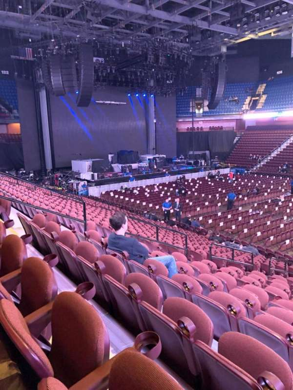 Mohegan Sun Arena, vak: 23, rij: S, stoel: 12