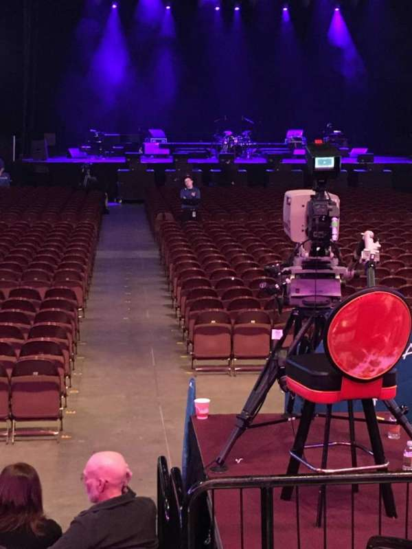 Mohegan Sun Arena, vak: 21, rij: G, stoel: 1