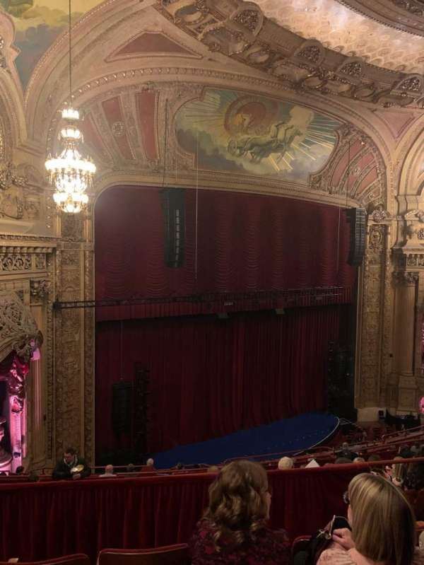 Chicago Theatre, vak: Balcony1L, rij: J, stoel: 111