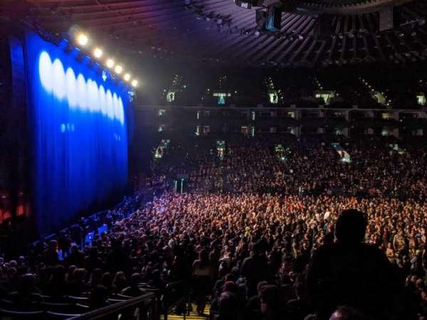Oakland Arena, vak: 115, rij: 13, stoel: 16