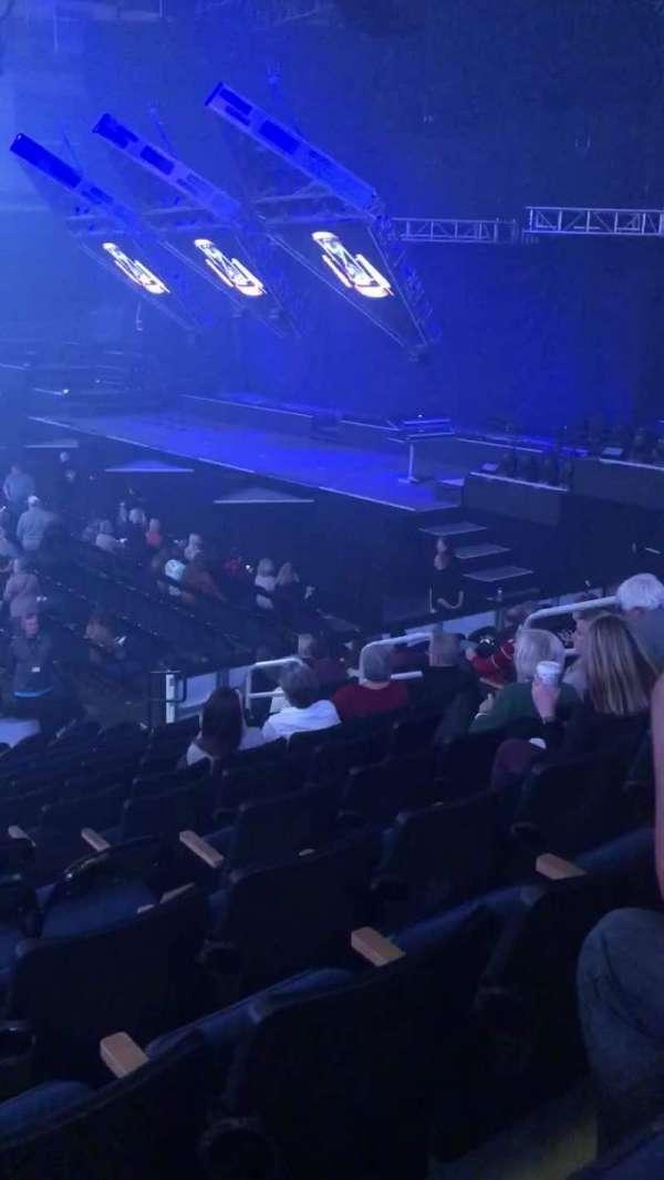 Infinite Energy Arena, vak: 106, rij: N, stoel: 10
