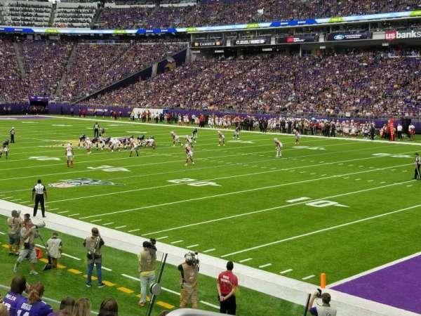 U.S. Bank Stadium, vak: 124, rij: 11, stoel: 19