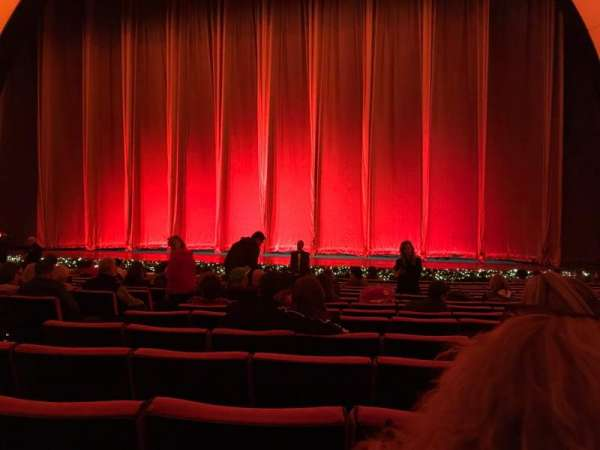Radio City Music Hall, vak: Orchestra 3, rij: PP, stoel: 310