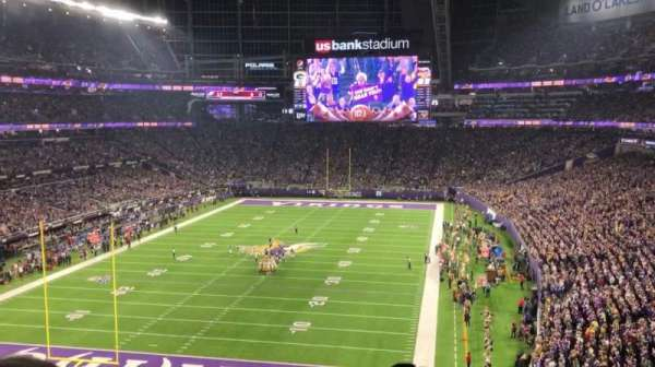 U.S. Bank Stadium, vak: 221, rij: 3, stoel: 19