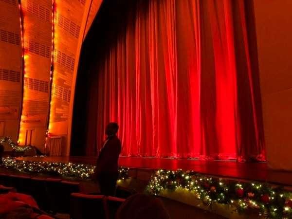 Radio City Music Hall, vak: Orchestra 2, rij: EE, stoel: 201