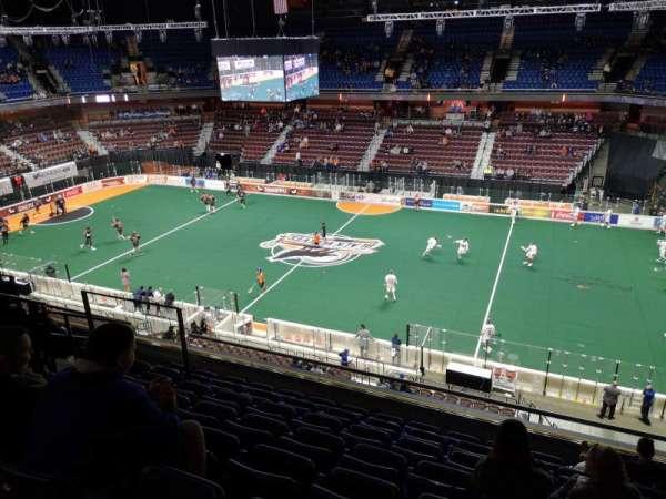 Mohegan Sun Arena, vak: 105, rij: H, stoel: 11