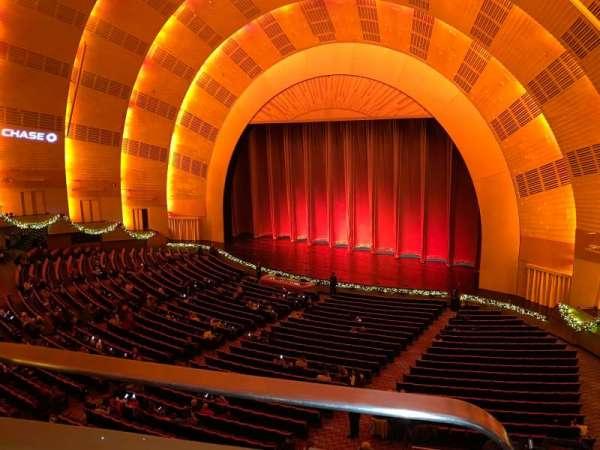 Radio City Music Hall, vak: 2nd Mezzanine 1, rij: BB, stoel: 110