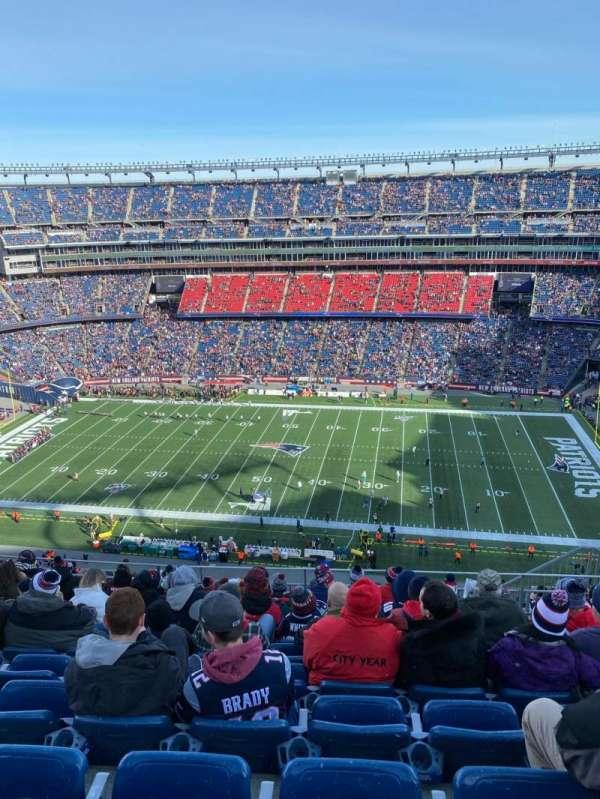 Gillette Stadium, vak: 330, rij: 16, stoel: 8