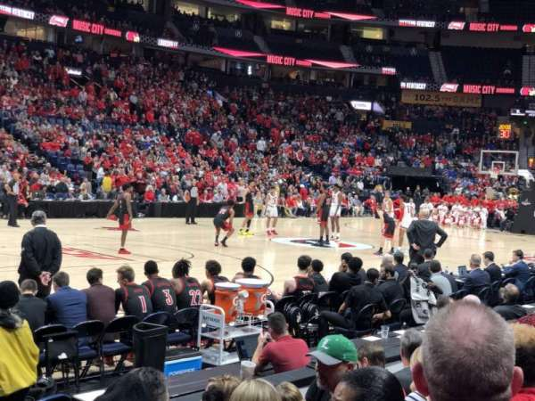 Bridgestone Arena, vak: 114, rij: DD, stoel: 1