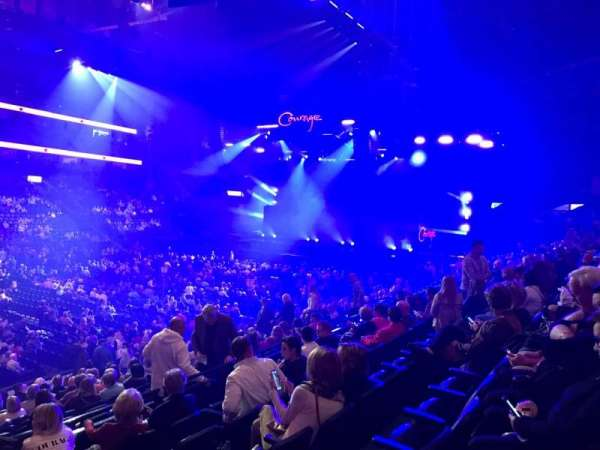 Bridgestone Arena, vak: 104, rij: F, stoel: 21