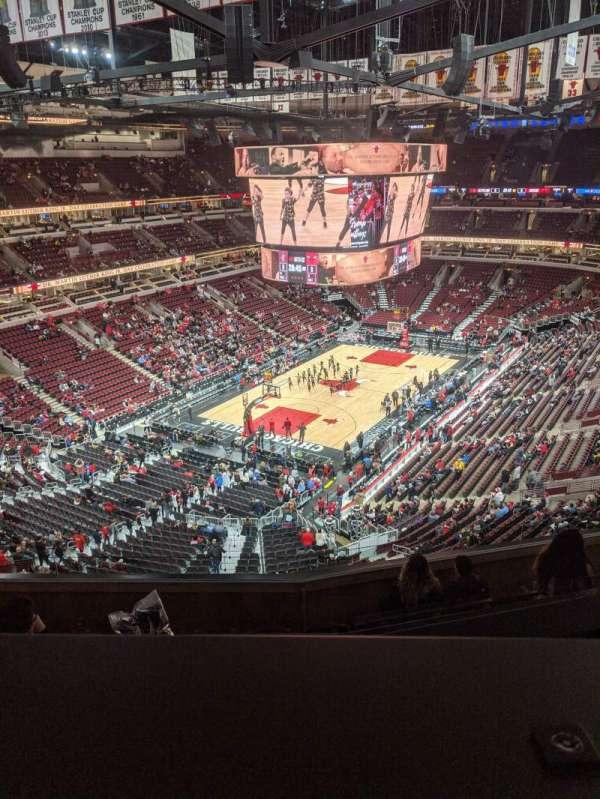 United Center, vak: 306, rij: 8, stoel: 12