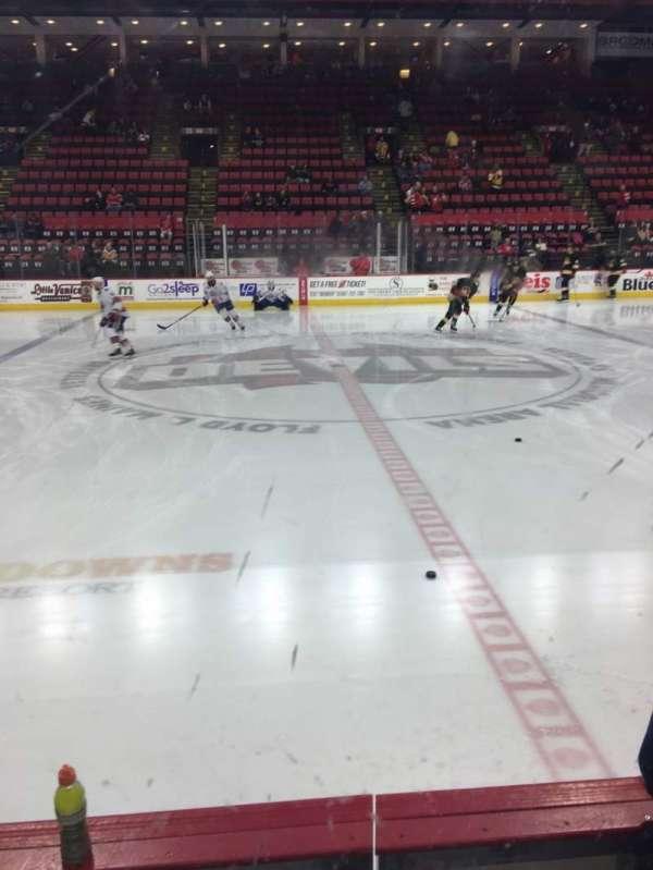 Floyd L. Maines Veterans Memorial Arena, vak: 15, rij: BB, stoel: 11-12