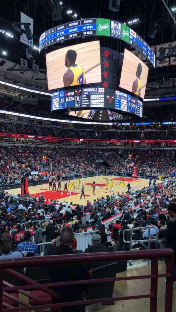 United Center, vak: 104, rij: 17, stoel: 2