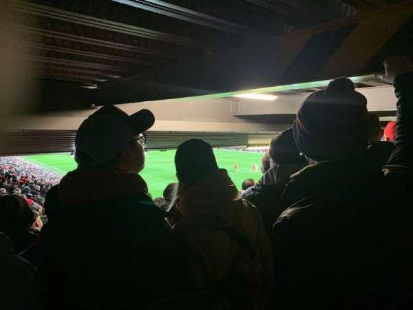 Anfield, vak: 129, rij: 35, stoel: 215
