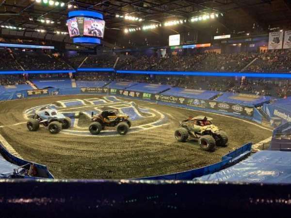 Allstate Arena, vak: 208, rij: A, stoel: 28