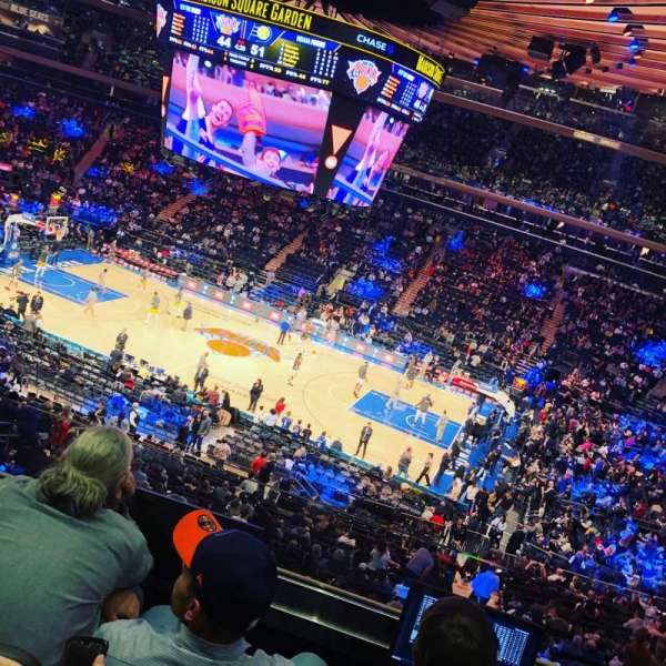 Madison Square Garden, vak: 225, rij: 4, stoel: 22