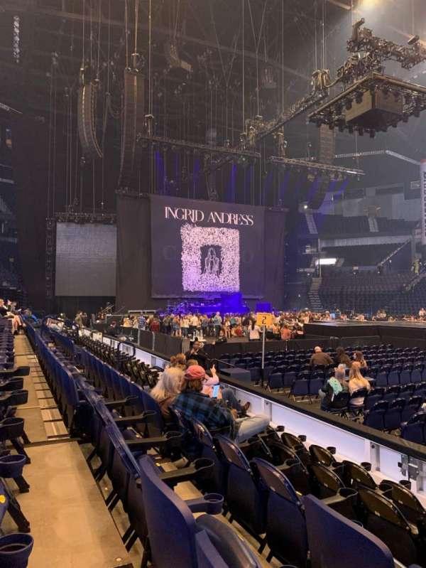 Bridgestone Arena, vak: 116, rij: EE, stoel: 2