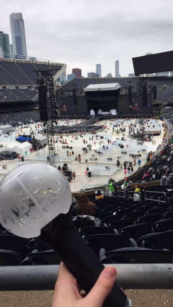 Soldier Field, vak: 319, rij: 1, stoel: 16