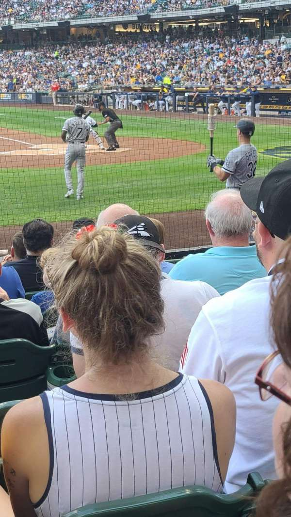 American Family Field, vak: 121, rij: 8, stoel: 4