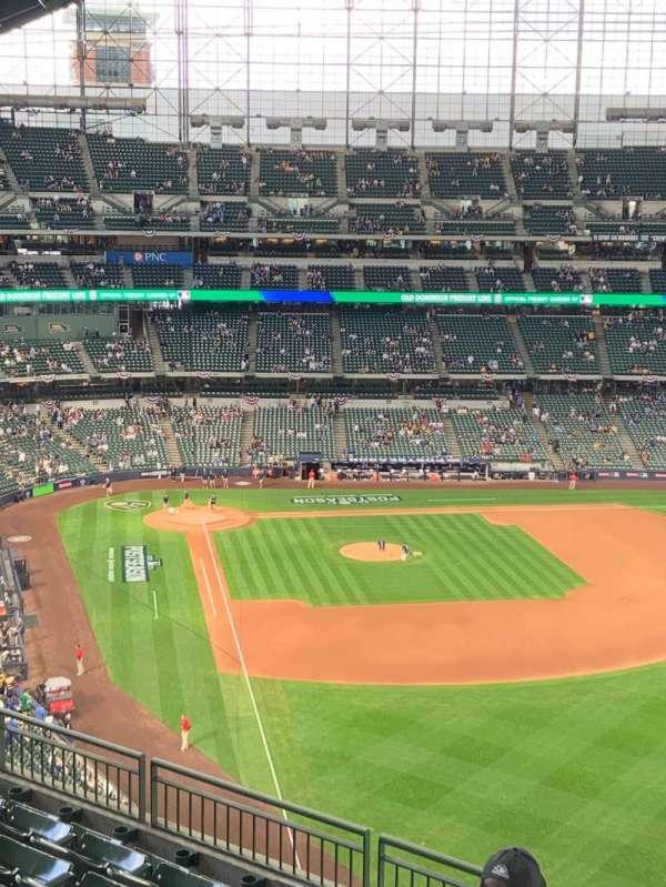 American Family Field, vak: 405, rij: 7, stoel: 16