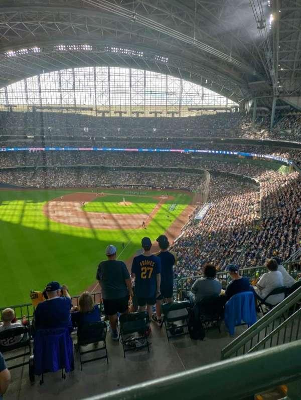 American Family Field, vak: 439, rij: 9, stoel: 14