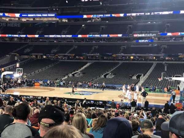 U.S. Bank Stadium, vak: V2, rij: AA, stoel: 3