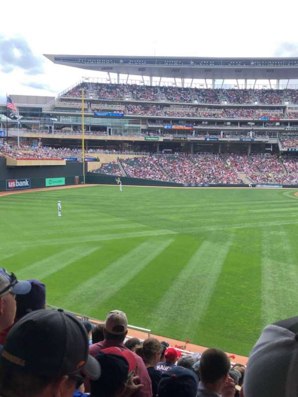 Target Field, vak: 131, rij: 10, stoel: 5
