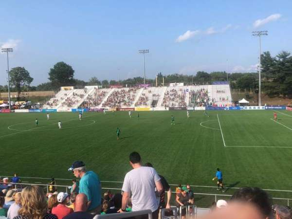 Dillon Stadium, vak: 8, rij: P, stoel: 23
