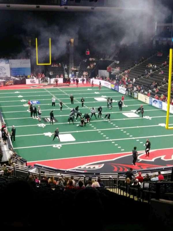 VyStar Veterans Memorial Arena, vak: 110, rij: FF, stoel: 1
