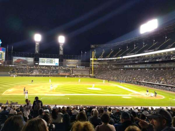 Guaranteed Rate Field, vak: 139, rij: 26, stoel: 7