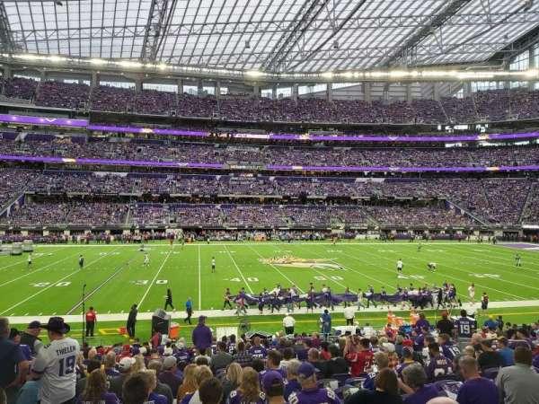 U.S. Bank Stadium, vak: V4, rij: 19, stoel: 13
