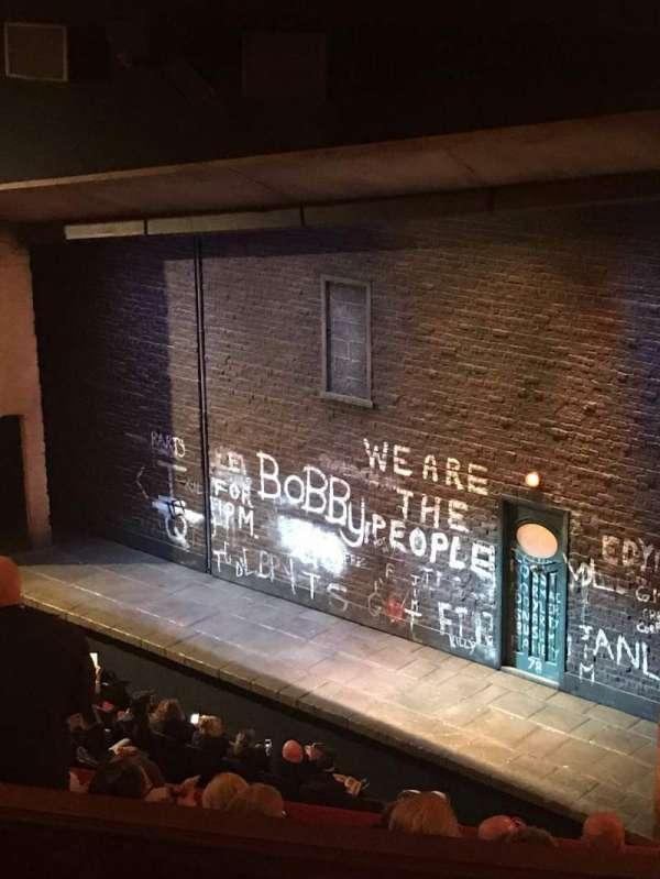 Bernard B. Jacobs Theatre, vak: Mezzanine R, rij: G, stoel: 30