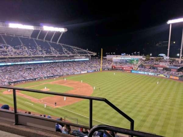 Kauffman Stadium, vak: 437, rij: m, stoel: 1