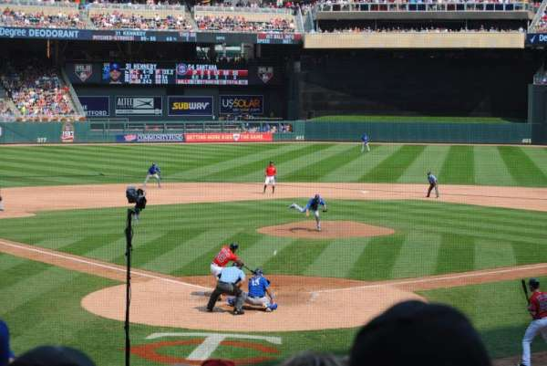 Target Field, vak: 113, rij: 8, stoel: 7