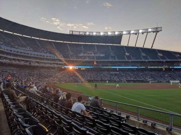 Kauffman Stadium, vak: 144, rij: H, stoel: 1