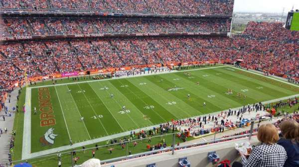 Broncos Stadium at Mile High, vak: 512, rij: 4, stoel: 10
