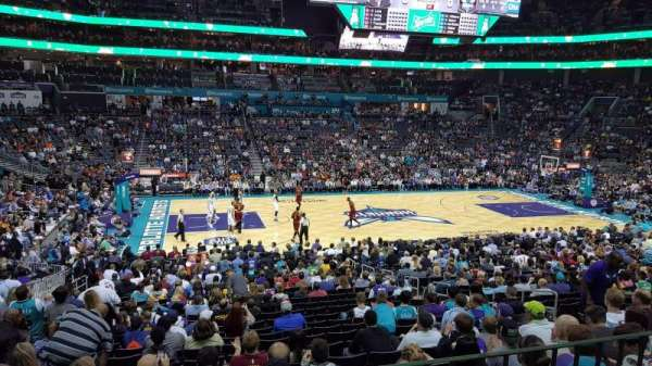 Spectrum Center, vak: 106, rij: Club Level