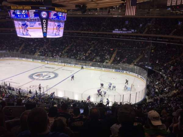 Madison Square Garden, vak: 214, rij: 8, stoel: 1