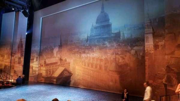 Vivian Beaumont Theater, vak: Orchestra R, rij: J, stoel: 501
