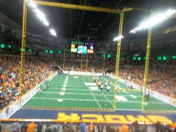 Spokane Arena, vak: 121, rij: S , stoel: 4