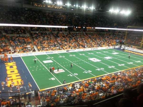Spokane Arena, vak: 214, rij: M, stoel: 26